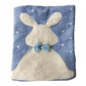 Одеяло-плед вязанный Зайка с бантиком 9021 цвет: голубой/заяц белый